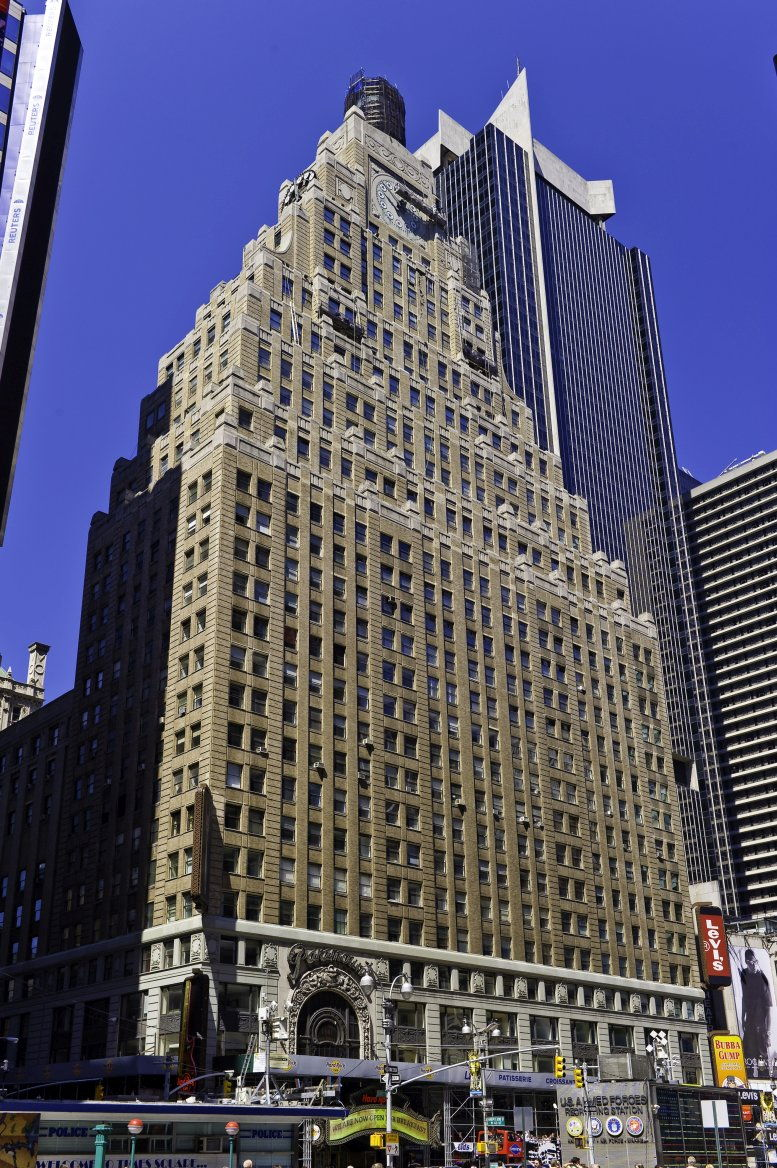 Paramount Building available for companies in Times Square